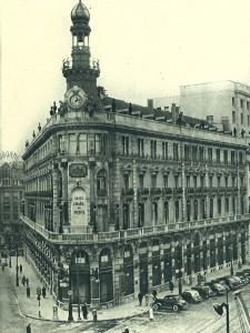 La emblemática sede de Banesto en la madrileña calle de Alcalá, obra del arquitecto José Grases Riera (1887).